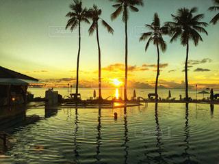 プールと海🏖オレンジの夕暮れの写真・画像素材[1269463]