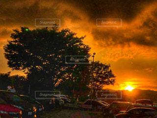 夕暮れ🍊駐車場にての写真・画像素材[1269700]