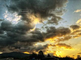 空,夕日,夕焼け,夕陽,雨上がり,オレンジ色,埼玉県