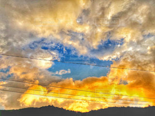 空を見上げての写真・画像素材[1405806]