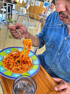 手,皿,パスタ,グラス,麺,懐かしい,イタリアン,ナポリタン,オレンジ色,スパゲティ,味,食欲の秋,箸あげ