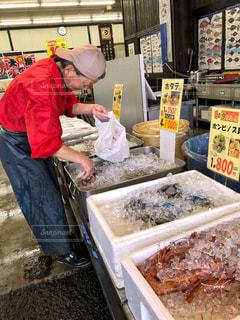 氷,市場,貝,長靴,店内,魚介類,エプロン,えび,トロ箱,食欲の秋,発泡スチロール,レジ袋,海鮮市場,店主,赤海老,氷詰