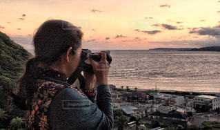 女性,海,秋,カメラ,山,撮影,結ぶ,ゆるふわパーマ