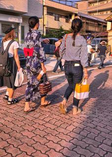 女性,3人,影,浴衣,祭り,お祭り,グループ,若い,友達,仲間,ゆるふわパーマ