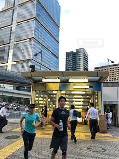 スポーツ,駅,走る,都会,ペットボトル,ジョギング,オフィス街