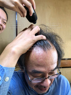 髪,眼鏡,昭和,歴史,メガネ,びん,片手,育毛,使用中,育毛剤,頭皮,かみのもと