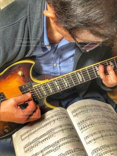 男性,ギター,楽譜,楽器,音楽,夢,ポジティブ