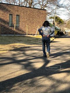 道路を歩く人の写真・画像素材[1694007]