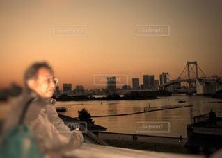 男性,海,橋,眼鏡,旅行,お台場,見つめる,夕暮
