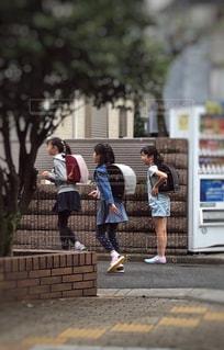 3人,女の子,住宅街,小学生,下校,午後,練習,運動会,スニーカー,トレーニング,ランドセル,イメージ,リレー,フォトジェニック,訓練,多色,学校生活