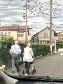 散歩する二人🚶♂️の写真・画像素材[2436670]