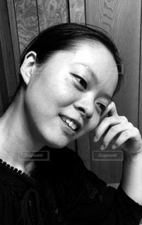 女性,モノクロ,室内,白黒,ぼんやり,ポートレート,フィルム,すっぴん,ノーメイク,物思い,フィルム写真,素顔,フォトジェニック,フィルム写真風,フィルムフォト