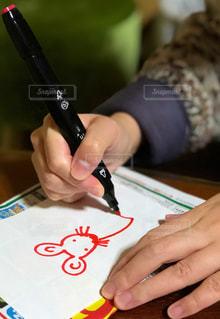 赤,室内,ペン,小動物,ねずみ,紙,干支,おえかき,ネズミ,両手,鼠,混乱,おうち時間,令和初,水性ペン,外出自粛