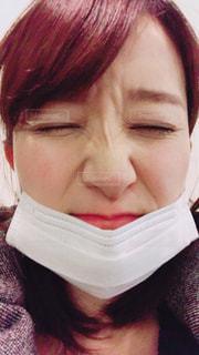 マスクをした女性のアップの写真・画像素材[1107871]