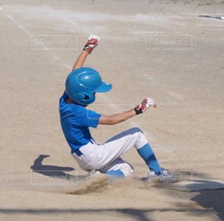 スポーツ,屋外,学校,シャツ,小学生,野球,ユニフォーム,スライディング,少年野球,半袖,スポーツ フォーム