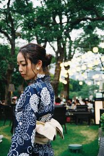 公園に立っている人の写真・画像素材[2306200]