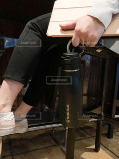 女性,30代,カフェ,仕事,ビジネス,水筒,タケヤ