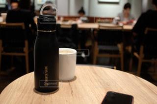 30代,カフェ,仕事,ビジネス,水筒