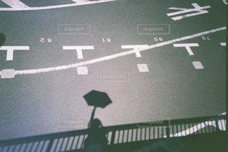 道路の脇の看板の写真・画像素材[2447666]