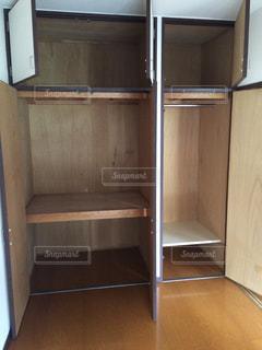 木製のドアの写真・画像素材[2724593]