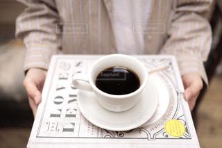 テーブルの上でコーヒーを一杯の写真・画像素材[2895969]