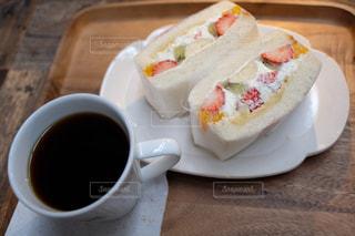 食べ物の皿とコーヒーの写真・画像素材[2896062]