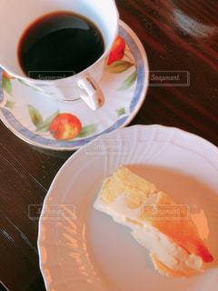 紙皿にコーヒーを入れての写真・画像素材[2896052]