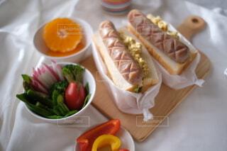 食べ物,食事,朝食,パン,野菜,サンドイッチ,食品,みかん,たくさん,おいしい,ソーセージ,レシピ,パプリカ,フランクフルト,ウィンナー