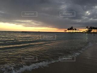 海,夕日,海外,ビーチ,綺麗,夕暮れ,景色,オレンジ,旅行,ハワイ,Hawaii,ワイキキ,海外旅行