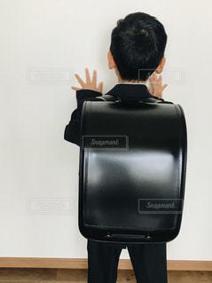 子ども,春,後ろ姿,人物,背中,人,後姿,小学生,男の子,小学校,入学,一年生,入学式,出会い,新学期,ランドセル,ピカピカ,新入生