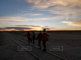 夕日,夕暮れ,線路,ウユニ,ボリビア,一直線,Uyuni,Bolivia,列車の墓場