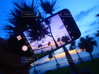 夕日,夕焼け,沖縄,サンセット,沖縄の景色,宜野湾,スマホ越しの景色,キレイな夕焼け