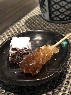皿にチョコレート ケーキ - No.1247836