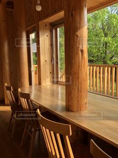 木製のダイニング テーブルの写真・画像素材[1248304]