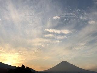 空には雲のグループの写真・画像素材[1269983]