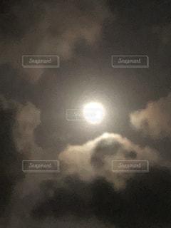 月の写真・画像素材[1477843]
