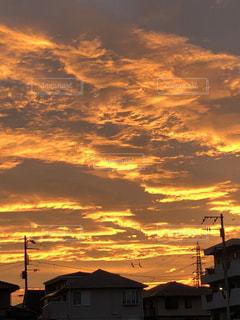 空,雲,夕焼け,夕暮れ,黄金色,秋の空