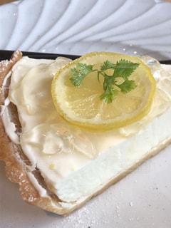 ケーキ,白,黄色,デザート,フルーツ,レモン,チーズタルト,フレッシュフルーツ