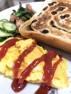 朝食,黄色,ワンプレート,食品,卵,料理,ケチャップ,ちょっと焦げた