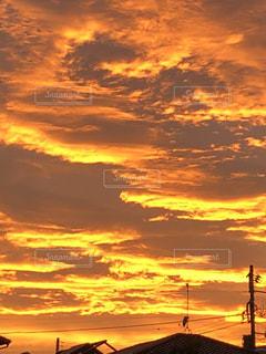 金色の夕焼けの写真・画像素材[1861018]