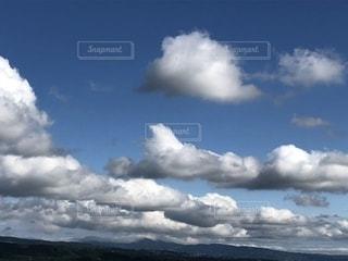 浮かぶ雲の写真・画像素材[1861815]