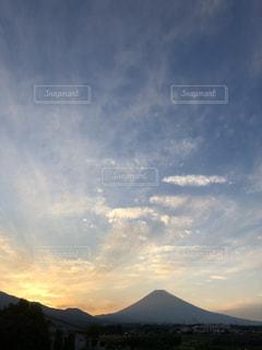 空の雲と富士山の写真・画像素材[1861858]