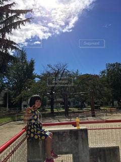 公園,屋外,子供,女の子,樹木,人,遊び場,秋空
