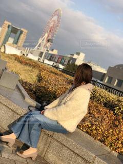 椅子に座っている人の写真・画像素材[1133109]