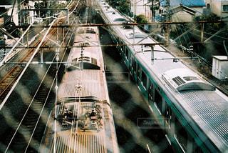 鋼のトラックに大きな長い列車の写真・画像素材[1234656]