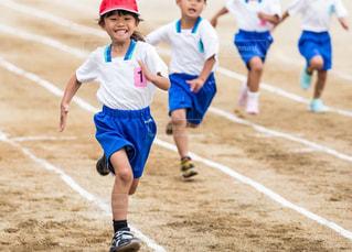 サッカーのゲームの若い男性のグループの写真・画像素材[1523802]