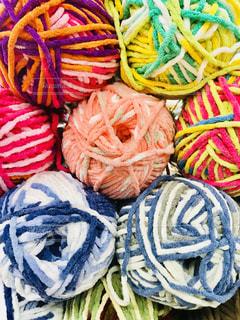 カラフルな毛糸の写真・画像素材[1198620]