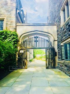 プリンストン大学内の門の写真・画像素材[1208224]