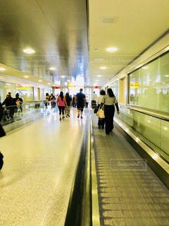 JFK空港の歩くエスカレーターの写真・画像素材[1219157]