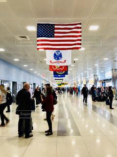 JFK空港内の通路と国旗の写真・画像素材[1219163]